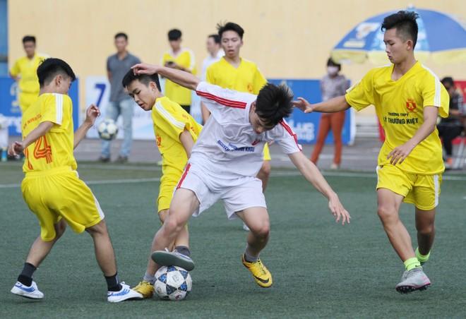 Kết quả, hình ảnh lượt trận cuối vòng bảng giải bóng đá học sinh THPT Hà Nội 2015 ảnh 5