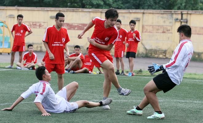 Kết quả, hình ảnh lượt trận cuối vòng bảng giải bóng đá học sinh THPT Hà Nội 2015 ảnh 9