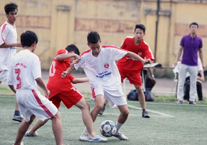 Kết quả, hình ảnh lượt trận cuối vòng bảng giải bóng đá học sinh THPT Hà Nội 2015 ảnh 8