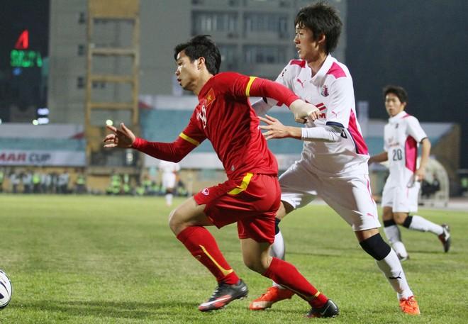 """Công Phượng bị cầu thủ Nhật Bản bám """"như hình với bóng"""" ảnh 4"""