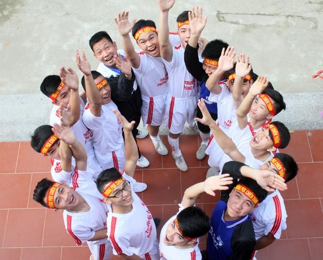 Tưng bừng xuất quân dự chung kết giải bóng đá học sinh THPT Hà Nội 2015 ảnh 15