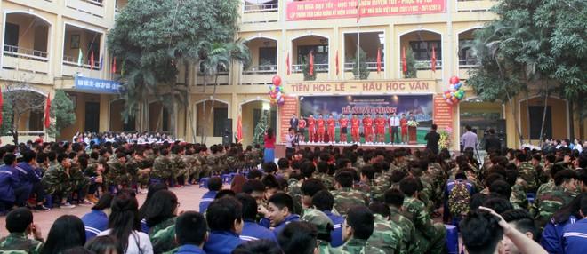 Tưng bừng xuất quân dự chung kết giải bóng đá học sinh THPT Hà Nội 2015 ảnh 1