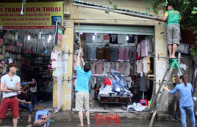 Tiểu thương chợ Nhà Xanh méo mặt, oằn mình cứu hàng hóa sau ngập úng ảnh 13