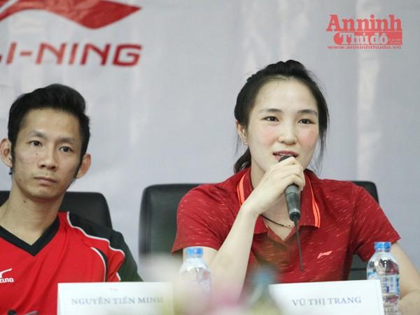 Tiến Minh và Vũ Thị Trang thẹn thùng khi được hỏi về mối tình giữa hai người