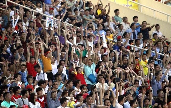 Niềm vui của khán giả Việt Nam trên sân Mỹ Đình