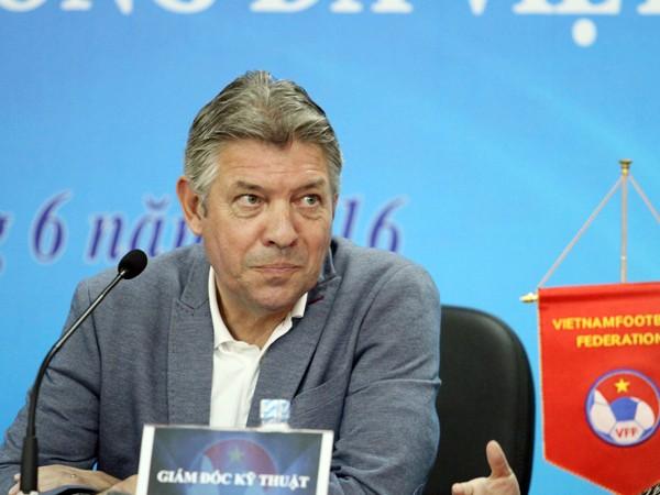 Giám đốc kỹ thuật bóng đá Việt Nam Jurgen Gede