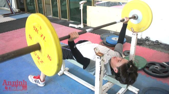 Nữ võ sỹ hạng 48kg nâng tạ 90kg để ép cân tới Olympic Rio ảnh 3