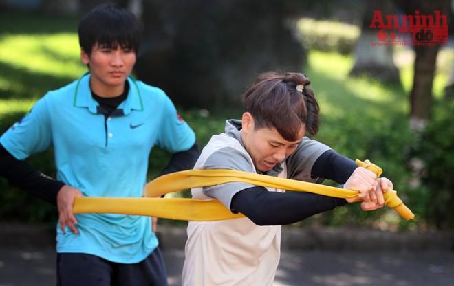 Nữ võ sỹ hạng 48kg nâng tạ 90kg để ép cân tới Olympic Rio ảnh 2