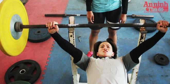 Nữ võ sỹ hạng 48kg nâng tạ 90kg để ép cân tới Olympic Rio ảnh 4
