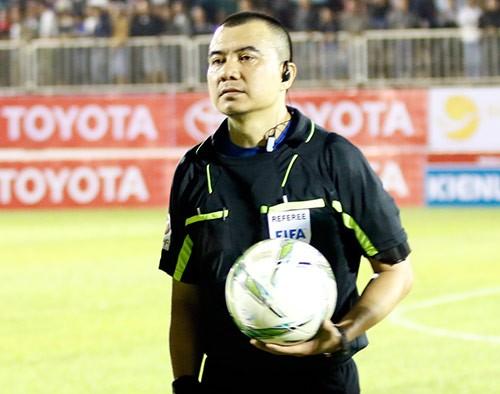 Trọng tài FIFA Phùng Đình Dũng mắc sai lầm không thể chấp nhận