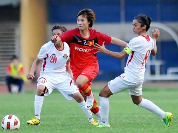 Tuyển nữ Việt Nam (áo đỏ) và Myanmar cống hiến một trận đấu nghẹt thở