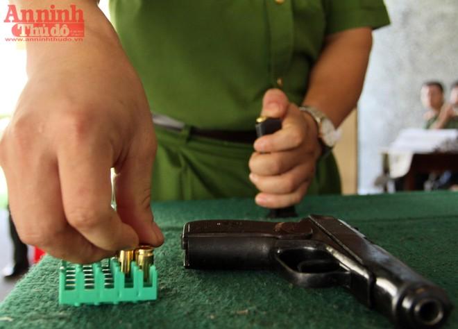 Nữ VĐV cận thị đạt 96/100 điểm tại giải bắn súng quân dụng ảnh 3