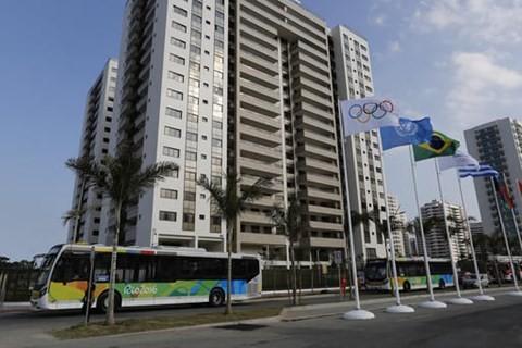Xe buýt của BTC là phương tiện di chuyển phổ biến trong Làng Olympic và cũng rất tiện lợi