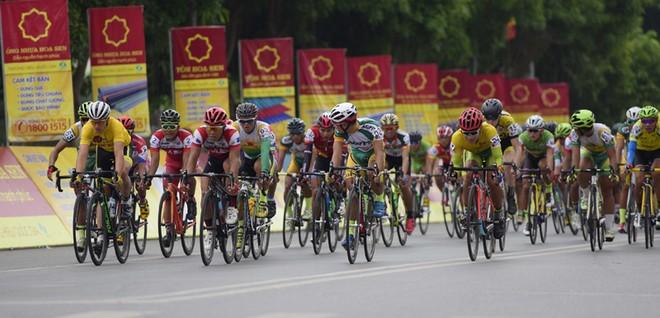 Tay đua Nguyễn Thành Tâm về nhất chặng 5