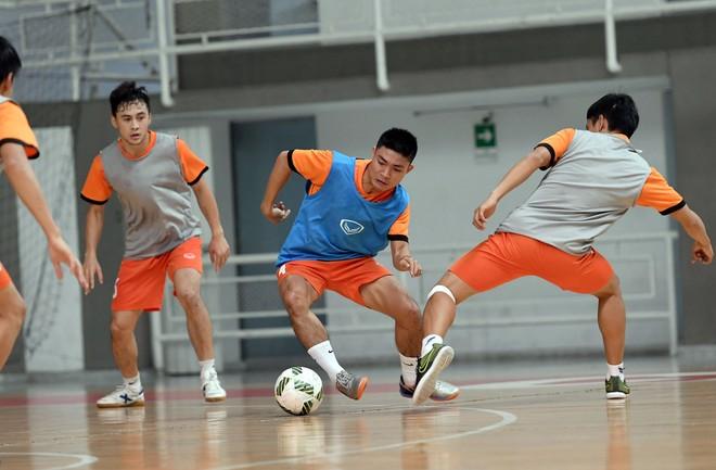 Tuyển Futsal Việt Nam tập