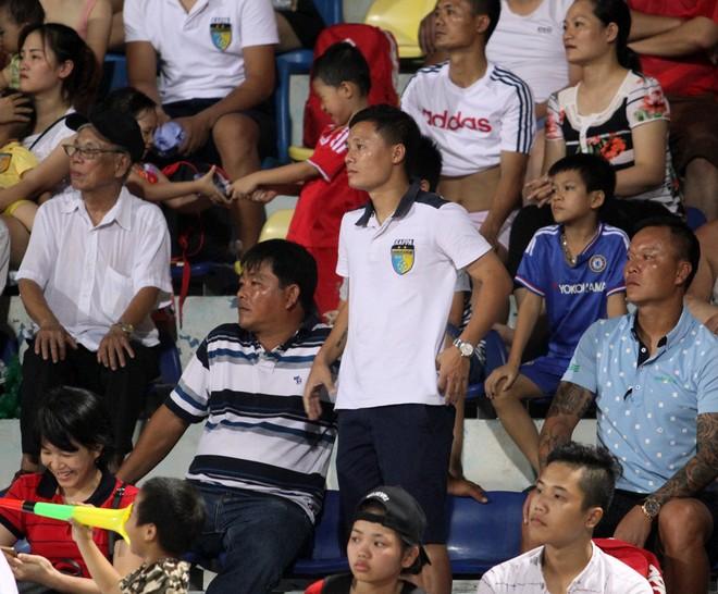Thành Lương cùng quý tử nhận Huy chương vàng V-League 2016 ảnh 4