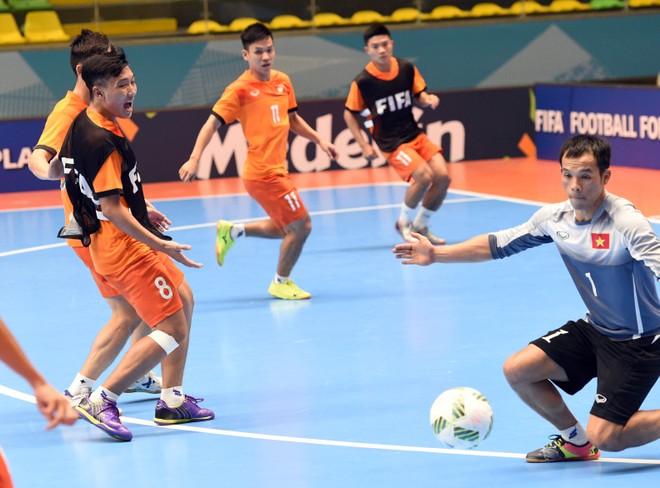 Các tuyển thủ Việt Nam hào hứng tập chuẩn bị cho trận gặp Nga