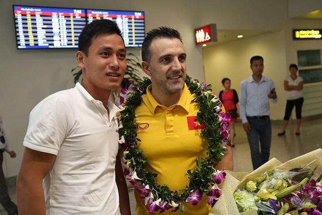 Người hâm mộ tranh thủ chụp ảnh cùng HLV Bruno - người góp công lớn đưa Futsal Việt Nam tới World Cup 2016 và sau đó là lọt vòng 16 đội mạnh nhất giải
