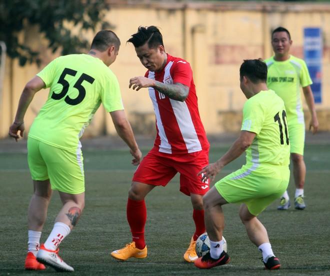 """Bằng Kiều """"đối đầu"""" Hồng Sơn trong trận đấu bóng đá từ thiện đầy ý nghĩa ảnh 9"""