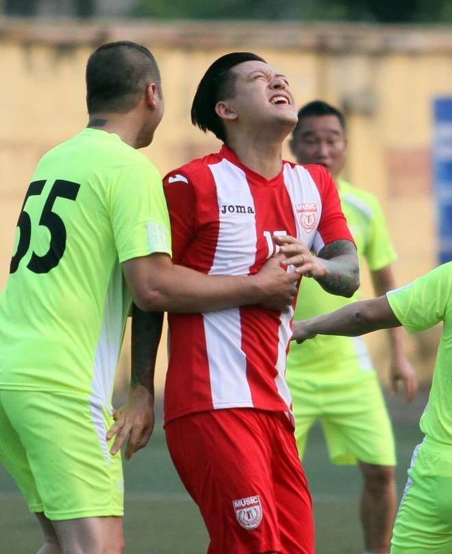 """Bằng Kiều """"đối đầu"""" Hồng Sơn trong trận đấu bóng đá từ thiện đầy ý nghĩa ảnh 10"""