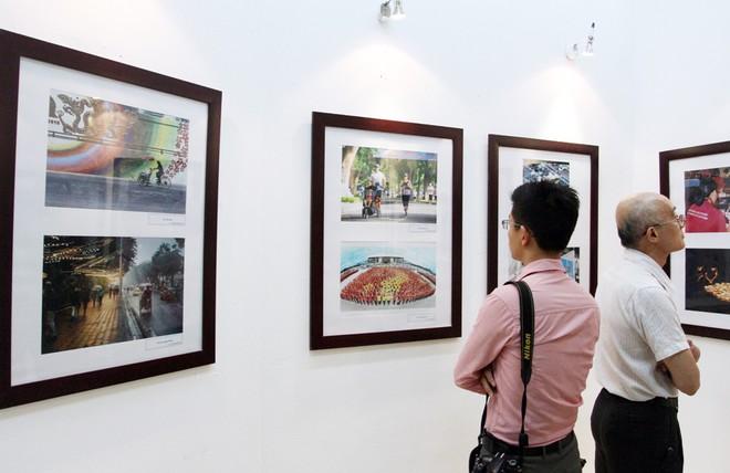 Một góc triển lãm ảnh Hà Nội đương đại