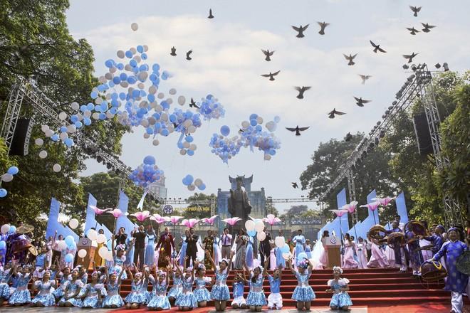 Hà Nội thành phố vì hòa bình - Tác giả Bùi Phương Thảo Nguyên (giải Nhì)