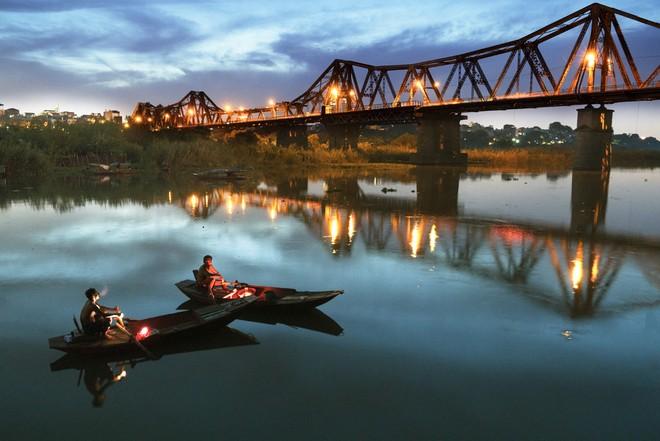 Tĩnh lặng sông Hồng (tác giả Nguyễn Thành Nhân)