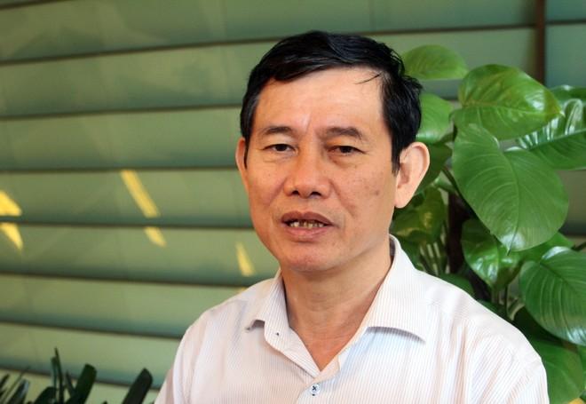 Đại biểu Nguyễn Ngọc Phương trao đổi với báo chí