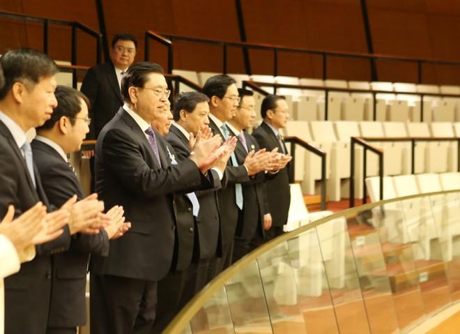 Đoàn đại biểu cấp cao Đảng, Nhà nước Trung Quốc dự khán phiên họp sáng 10-11, kỳ họp thứ hai, Quốc hội khóa XIV nước CHXHCN Việt Nam