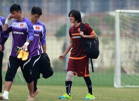 Tuấn Anh chưa thể ra sân tập tạ Myanmar do chấn thương