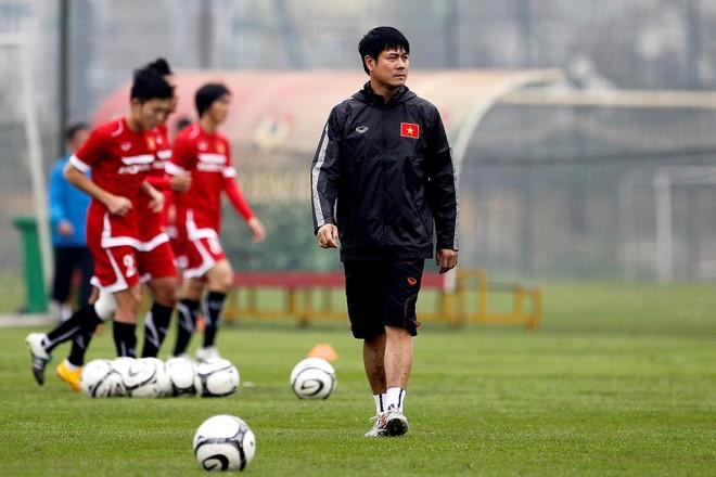 HLV Hữu Thắng rút lại ý định từ chức và sẽ cùng các thành viên đội tuyển rút kinh nghiệm sau thất bại AFF Cup 2016 để hướng tới các mục tiêu tương lai