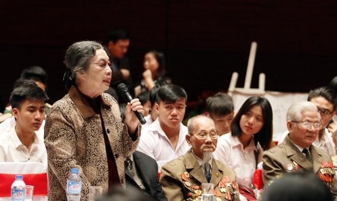 Bà Nguyễn Thị Hà kể lại quãng thời gian cùng gia đình vinh dự đón đoàn cán bộ và Chủ tịch Hồ Chí Minh tới làm việc, viết Lời kêu gọi Toàn quốc kháng chiến