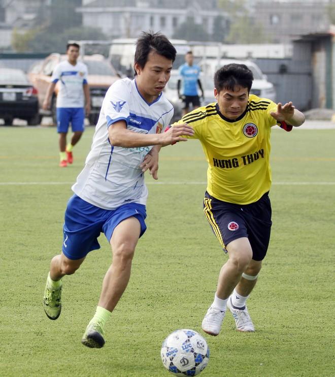 Giang Quốc Khánh (áo trắng) góp 3 bàn trong chiến thắng của đội Báo An ninh Thủ đô