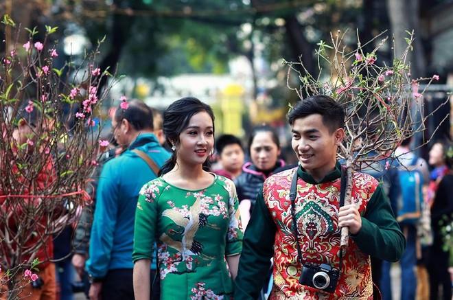 Hotboy thể dục Phạm Phước Hưng du xuân cùng bạn gái xinh đẹp ảnh 1