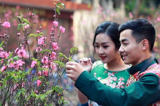 Hotboy thể dục Phạm Phước Hưng du xuân cùng bạn gái xinh đẹp ảnh 2