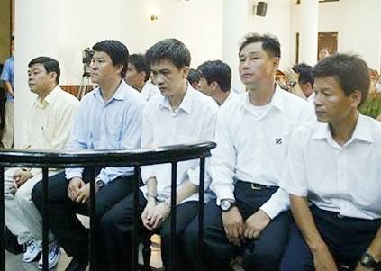 Các bị cáo trong vụ trọng tài nhận hối lộ năm 2005