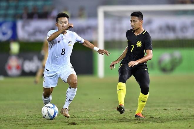 U22 Thái Lan (áo trắng) hạ U22 Malaysia 3-0