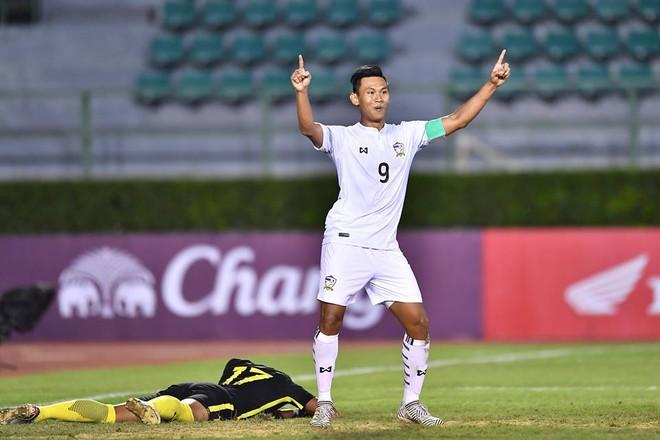 Đội trưởng Samphaodi ăn mừng chiến thắng của U22 Thái Lan
