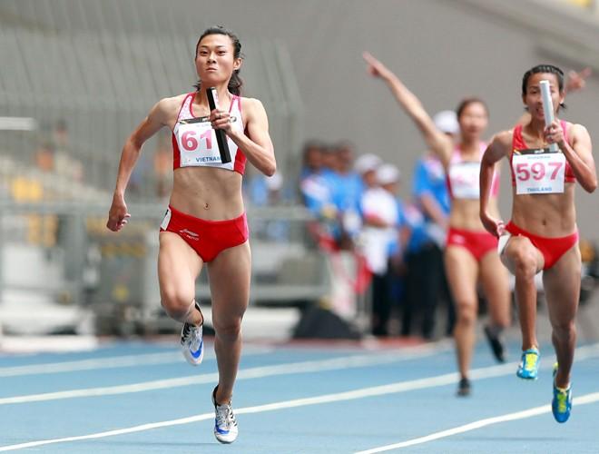 Bước chạy thần tốc của Lê Tú Chinh đưa cô và điền kinh Việt Nam lên đỉnh SEA Games