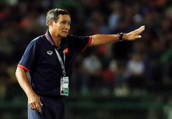 Việc HLV Mai Đức Chung thay đổi đấu pháp trong hiệp 2 giúp ĐT Việt Nam có được 3 điểm, dù khá chật vật trước Campuchia