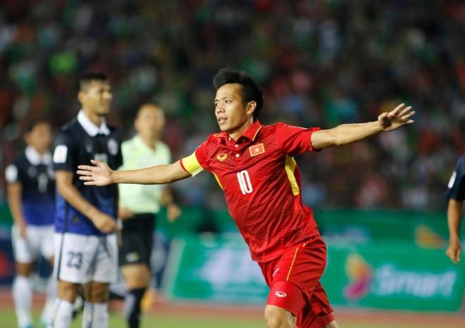 ĐT Việt Nam (áo đỏ) thắng chật vật Campuchia 2-1