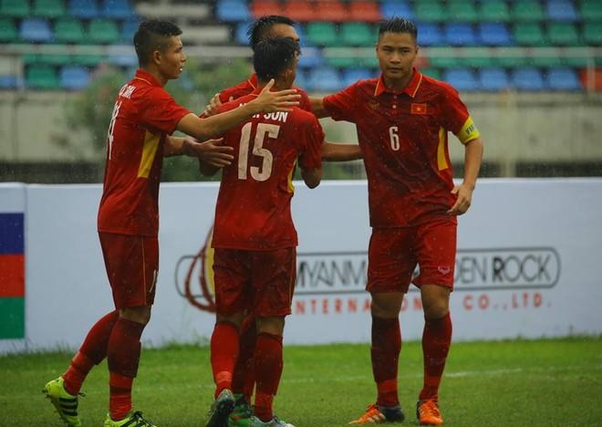 Các cầu thủ U18 Việt Nam ăn mừng chiến thắng (ảnh MMF)