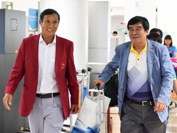 """HLV Mai Đức Chung (trái) cùng ban huấn luyện đội tuyển nữ quốc gia sẽ phải báo cáo VFF về phát ngôn """"có cầu thủ nữ mang thai đá SEA Games 29"""""""