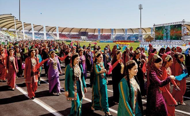 2.102 diễn viên chuyên nghiệp tham gia biểu diễn tại lễ khai mạc
