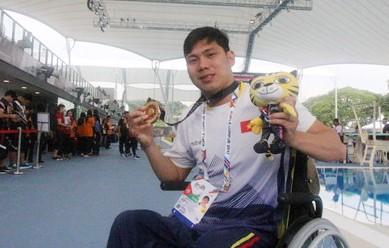 Võ Thanh Tùng hoàn tất cú hat-trick HCV, trong đó phá 2 kỷ lục