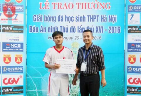 """Hồ Trọng Thế nhận danh hiệu """"Vua phá lưới"""" mùa 2016"""