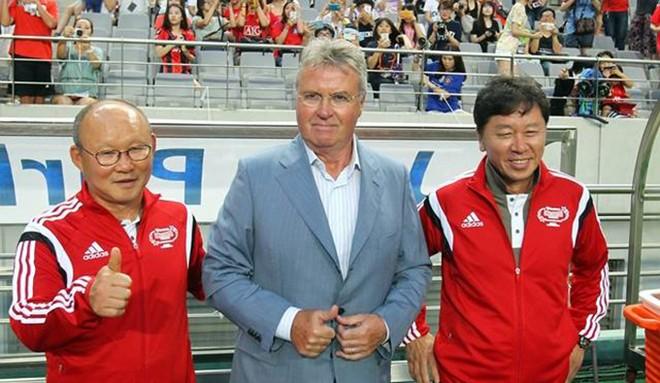 Trợ lý Park Hang-seo khi sát cánh cùng HLV Guus Hiddink tại World Cup 2002