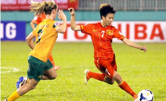 Tuyết Dung (phải) là nữ tiền vệ xuất sắc của bóng đá Việt Nam và Đông Nam Á nói chung