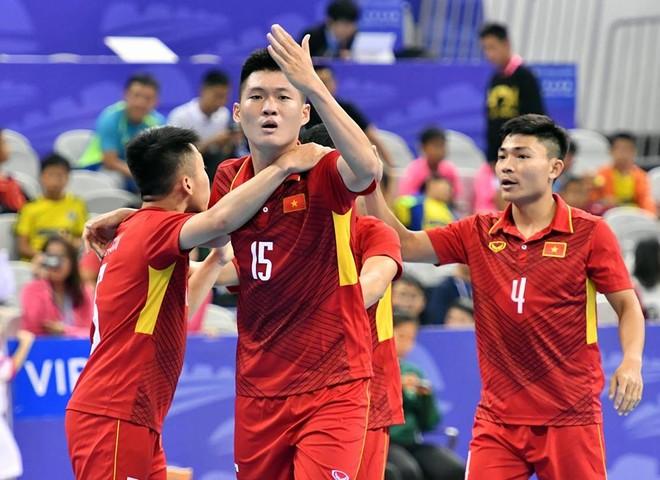 Tuyển Việt Nam thắng kịch tính Trung Quốc