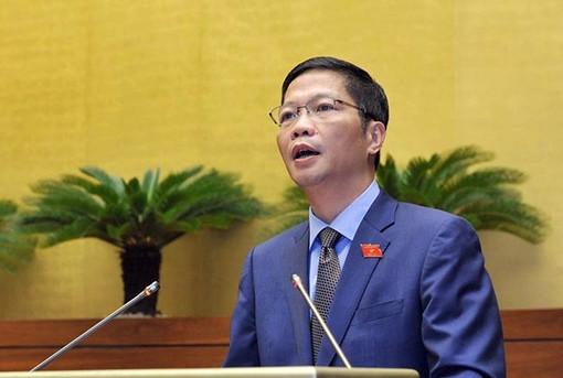 Bộ trưởng Bộ Công thương Trần Tuấn Anh trình bày tờ trình